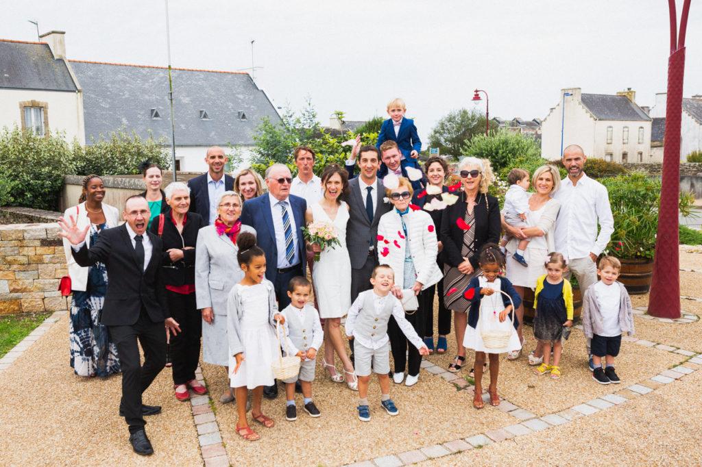 coiffure de la mariée photographe de mariage à Quimper Douarnenez photo de groupe de mariage Plouhinec