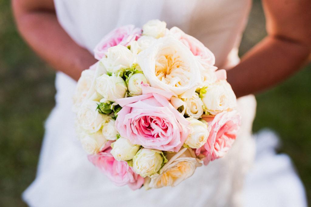 coiffure de la mariée photographe de mariage à Quimper Pont Labbe bouquet de la mariée quimper