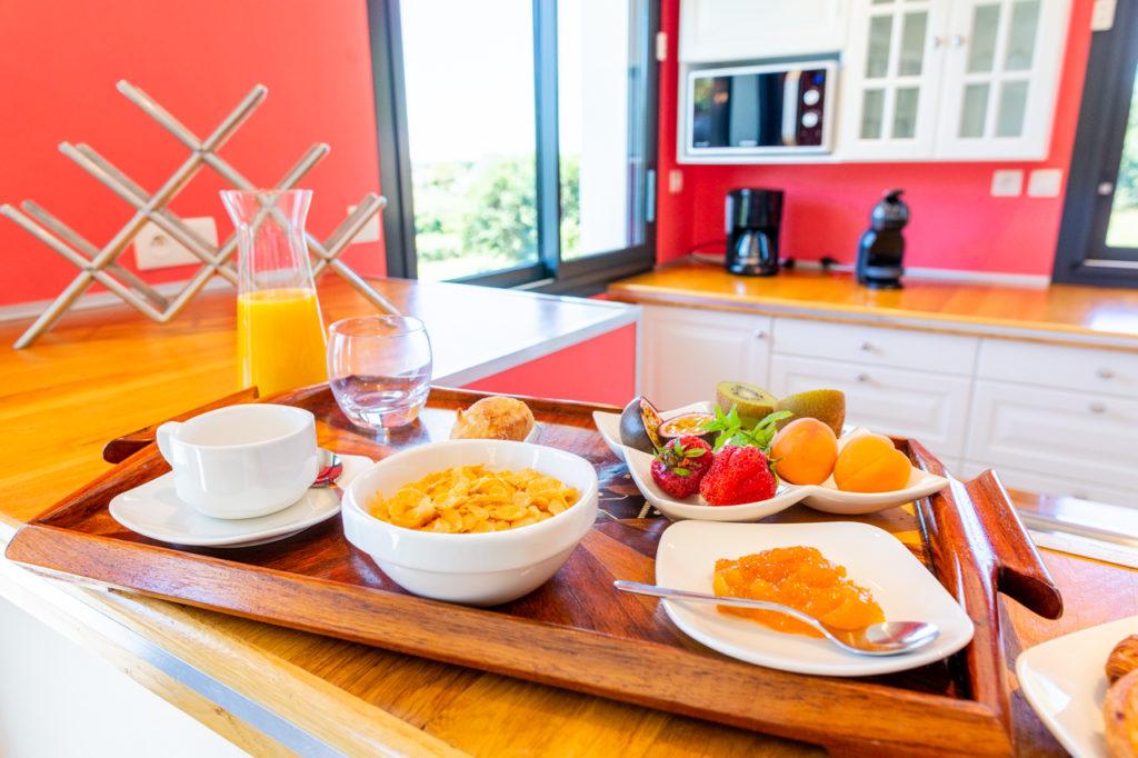 petit déjeuner location gite de france Plouhinec
